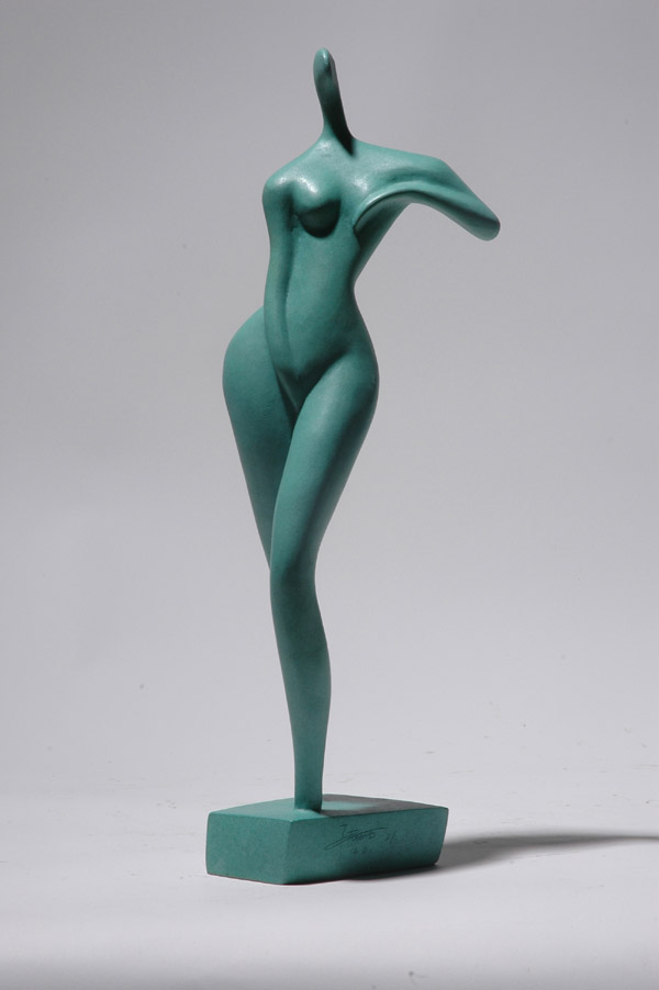 Standing Girl - an erotic sculpture by Zhang Yaxi realized as a small maquette and also as a monumental sculpture for the city of Kunming in China